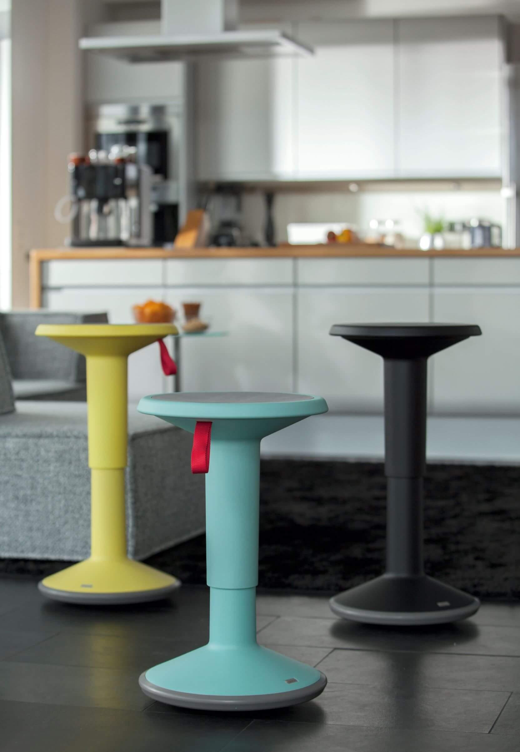 UPis1 Sidde-stå stol i glade farver